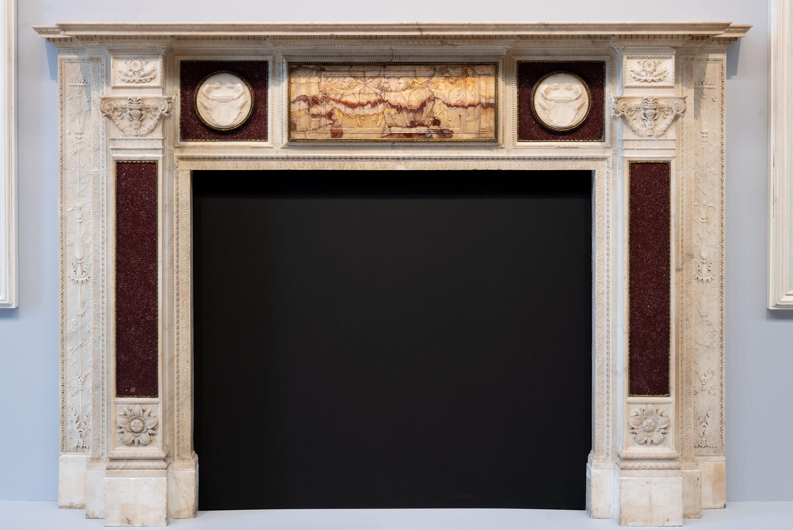 43. Chimenea escultural de mármol blanco y pórfido rojo con relieve de alabastro del siglo II d.C. dedicado al dios Baco, h. 1774-1778