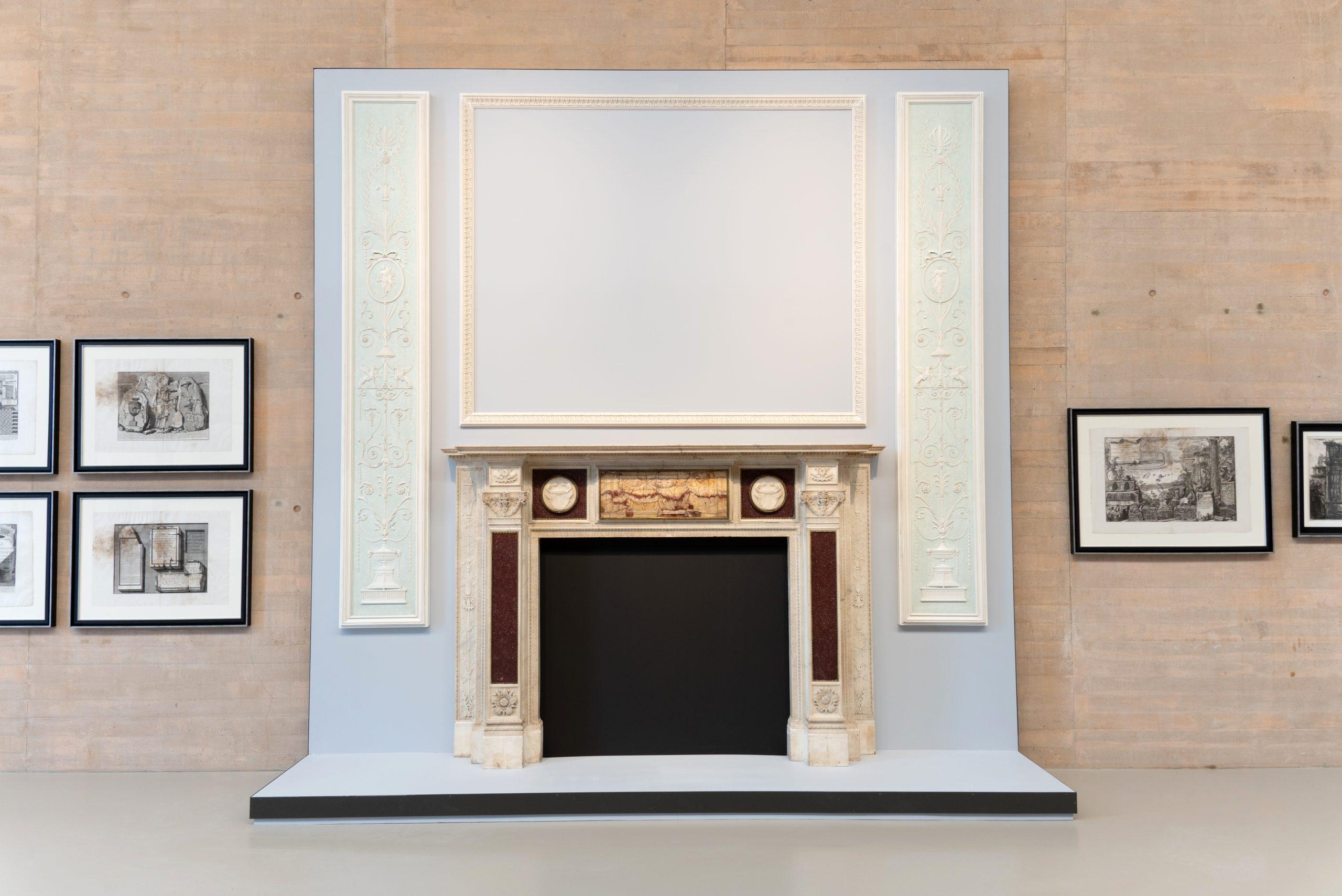 44 y 45. Paneles decorativos de madera tallada y policromada Estilo Adam, 1960-63